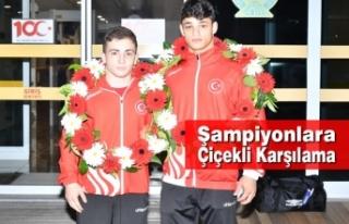 Şampiyonlara Çiçekli Karşılama