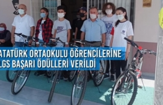 Atatürk Ortaokulu Öğrencilerine LGS Başarı Ödülleri...