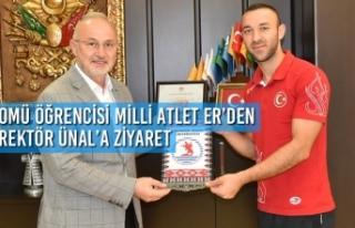 OMÜ Öğrencisi Milli Atlet Necati Er'den Rektör...