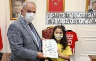 Başkan Demirtaş, Takdire Şayan Bu Kitabı Zevkle...