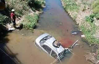 Araç Dereye Uçtu:1 Yaralı