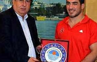 Avrupa Şampiyonundan Başkan Özcan'a Ziyaret
