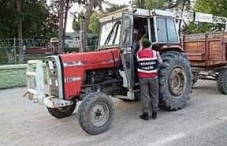 Biçerdöver Ve Traktörler Hasat Zamanı Trafikte...