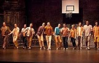 Broadway Müzikali 'batı Yakası Hikayesi' Sahnelendi...