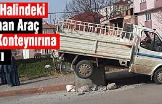 Kaldırıma Park Edilen Araç Çöp Konteynırına...