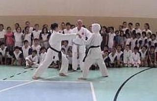 Kuran Kursuna Gittiler, Bedava Karate Kursu Kazandılar...