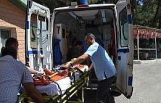 Motosiklet Kamyonet Kazasında 3 Kişi Yaralandı
