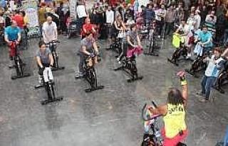 Piazza'da Ziyaretçiler 'spinning' İle 12 Bin Kalori...