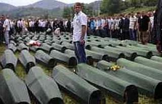 Srebrenitsa Kurbanları Gözyaşları Ve Dualarla...