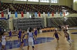 Üniversiteli Basketçiler Sezonun İlk Maçında...