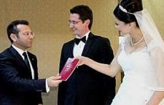 Vali Aksoy, Nikah Şahitliği Yaptı