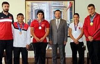Vali, Madalya Kazanan Sporcuları Ödüllendirdi