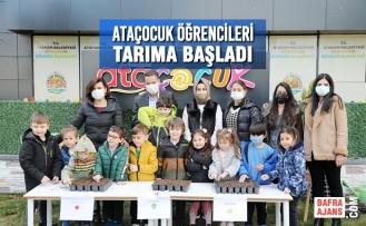 Ataçocuk'ta Minik Çiftçiler  İlk Tohumlarını Başkan Deveci'yle Ekti
