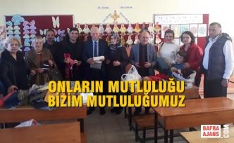 MHP Samsun İl Kadın Kolları Öğrencilere Ördükleri Hediyeleri Teslim Ettiler