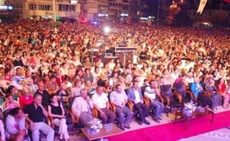 Gemlik'te Mustafa Ceceli İzdihamı