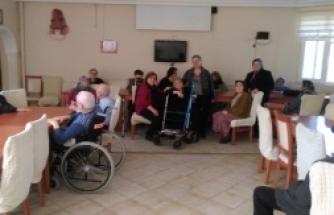 Bafra CHP İlçe Kadın Kolları Huzurevini Ziyaret Etti