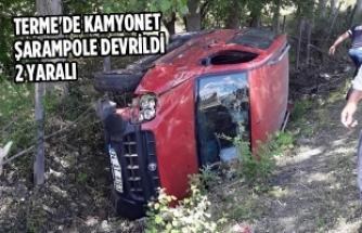 Terme'de Kamyonet Şarampole Devrildi: 2 Yaralı