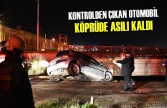 Kontrolden Çıkan Otomobil Köprüde Asılı Kaldı
