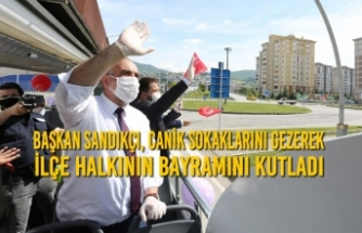 Başkan Sandıkçı, Canik Sokaklarını Gezerek İlçe Halkının Bayramını Kutladı