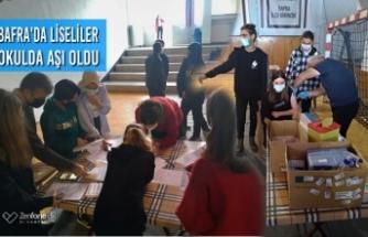 Bafra'da Liseliler Okulda Aşı Oldu
