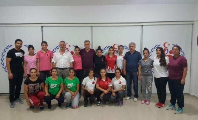Başkan Taşpınar'dan kız haltercilere destek