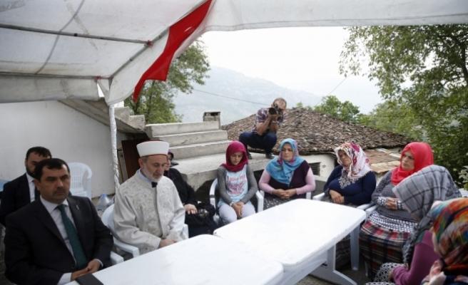 Diyanet İşleri Başkanvekili Keleş'ten şehit ailesine ziyaret