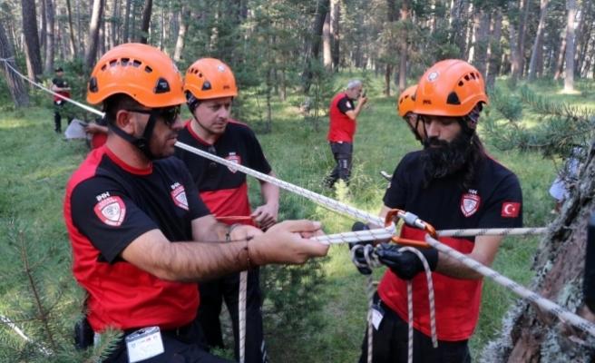 Gönüllü arama kurtarma ekipleri Bolu'da tatbikat yaptı