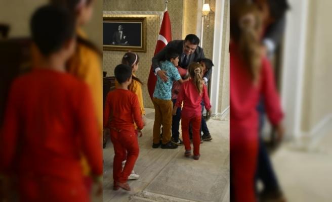 Şehit öğretmenin öğrencilerinden Vali Memiş'e ziyaret