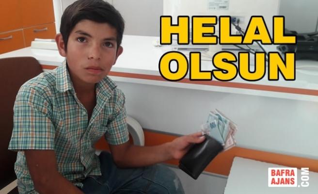 Yolda 3 Bin Lira Bulan Çocuk Parayı Sahibine Teslim Etti