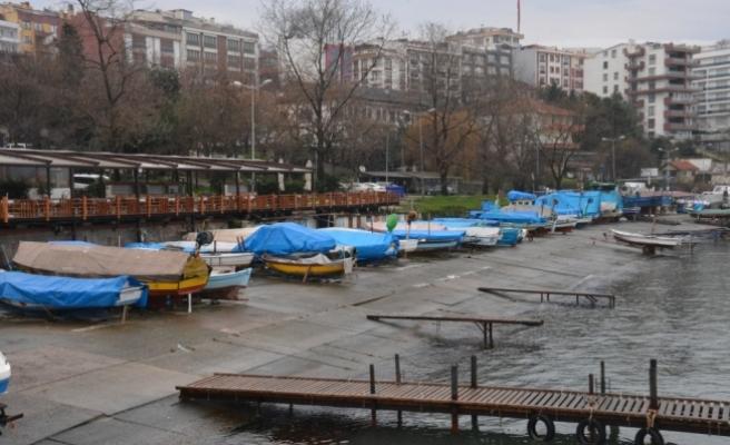 Balıkçılar limana demir attı
