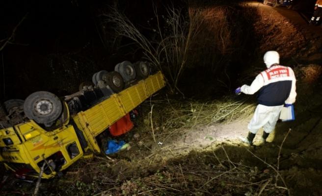 Orman işçilerini taşıyan kamyon devrildi: 2 ölü, 12 yaralı