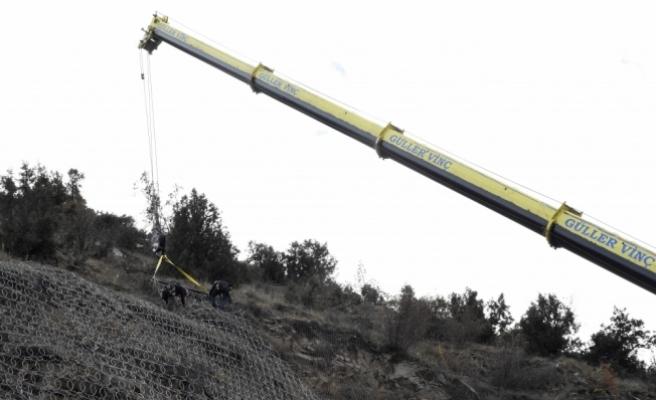 Kaya düşmesine karşı çelik örtülü önlem