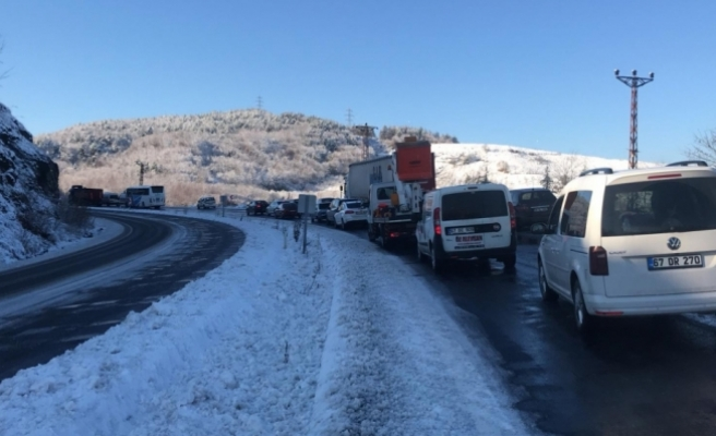 Buzlanma trafiği aksattı