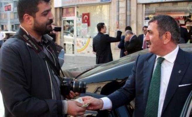 Ak Parti'li İl Başkanı Köktaş Gazetecilere Bayram Harçlığı Dağıttı