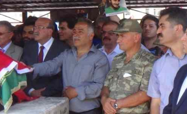 Ali İsmail Korkmaz'ın Cenazesine Askerler İle Vekiller De Katıldı