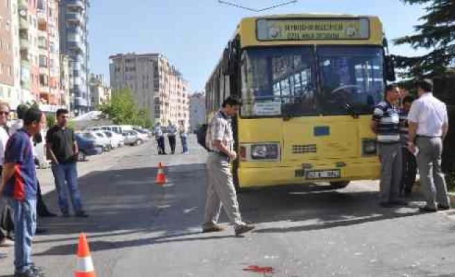 Aylığını Çekmeye Giderken Otobüsün Altında Kaldı