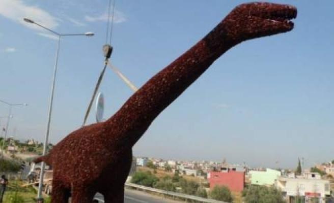 Çam Kozalağından Dinozor