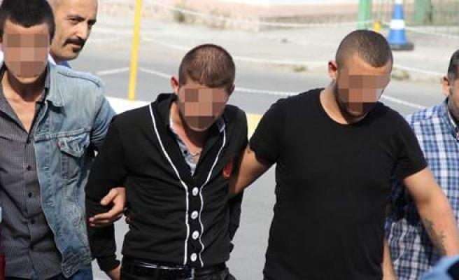 Gazino Önünde Silahlı Kavga: 6 Gözaltı