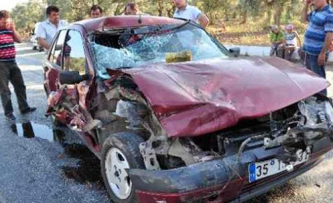 Karakuyu'da Tır'la Otomobil Çarpıştı