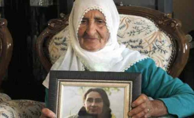 Kck Eşbaşkanı Olan Bese Hozat Kod Adlı Hülya Oran'ın 86 Yaşındaki Annesinden Barış Mesajı