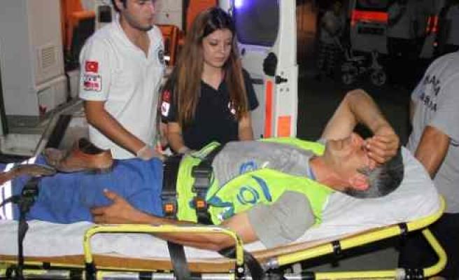 Motosikletin Çarptığı Temizlikçi Yaralandı