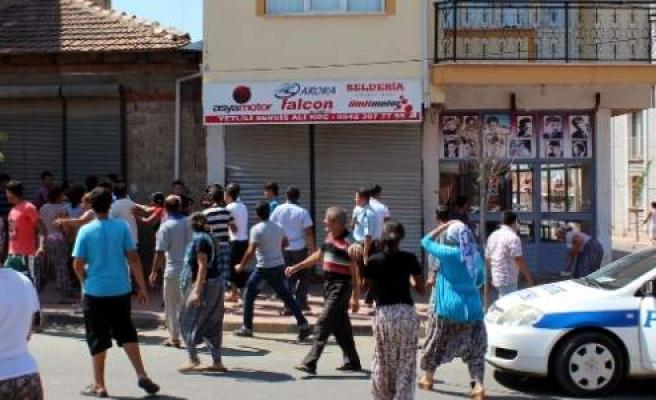 Öldürülen Gencin Yakınları İşyerlerini Bastı