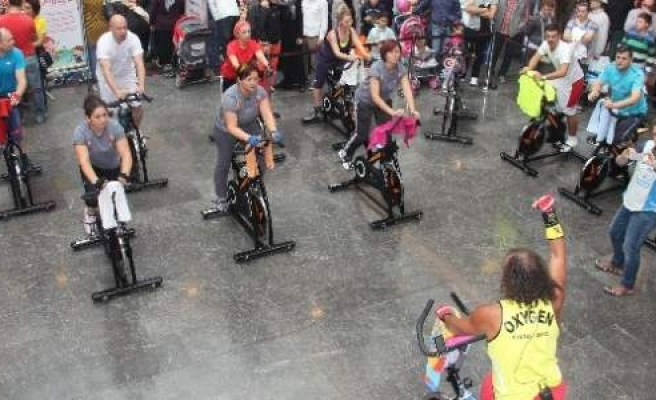 Piazza'da Ziyaretçiler 'spinning' İle 12 Bin Kalori Verdi
