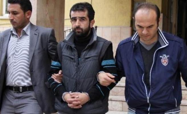 Sigara Yüzünden Arkadaşını Bıçaklayan Şahıs Tutuklandı