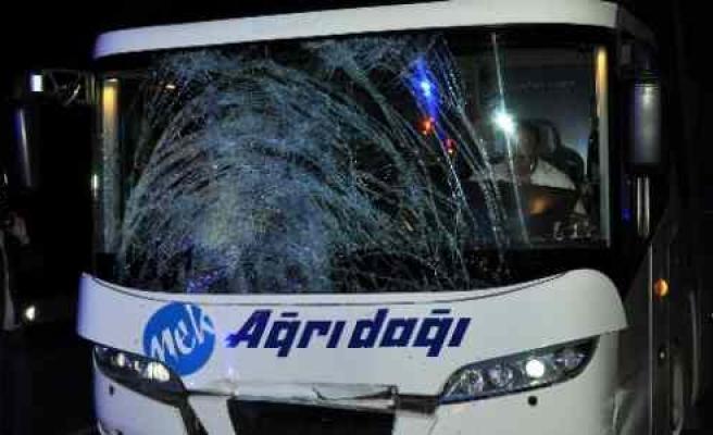 Sivas'ta Otobüs Yayaya Çarptı: 2 Ölü, 1 Yaralı