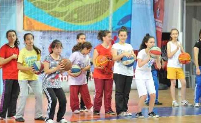 Trabzon'da 5 Bin Kişiye Ücretsiz Spor Kursu Veriliyor