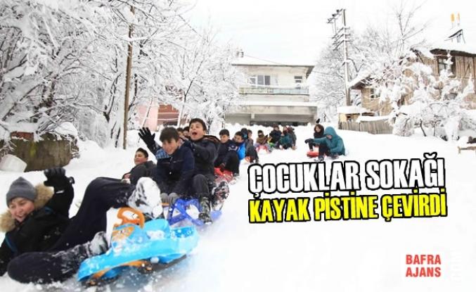 Çocuklar Sokağı Kayak Pistine Çevirdi