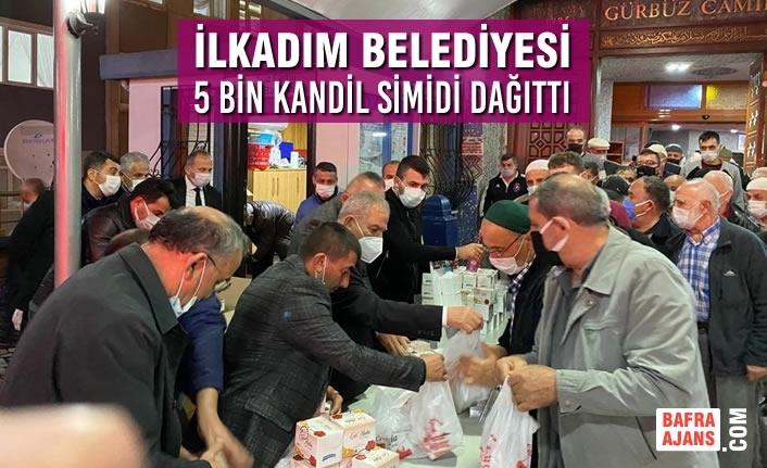 İlkadım Belediyesi 4 Camide 5 Bin Kandil Simidini Vatandaşlara Dağıttı